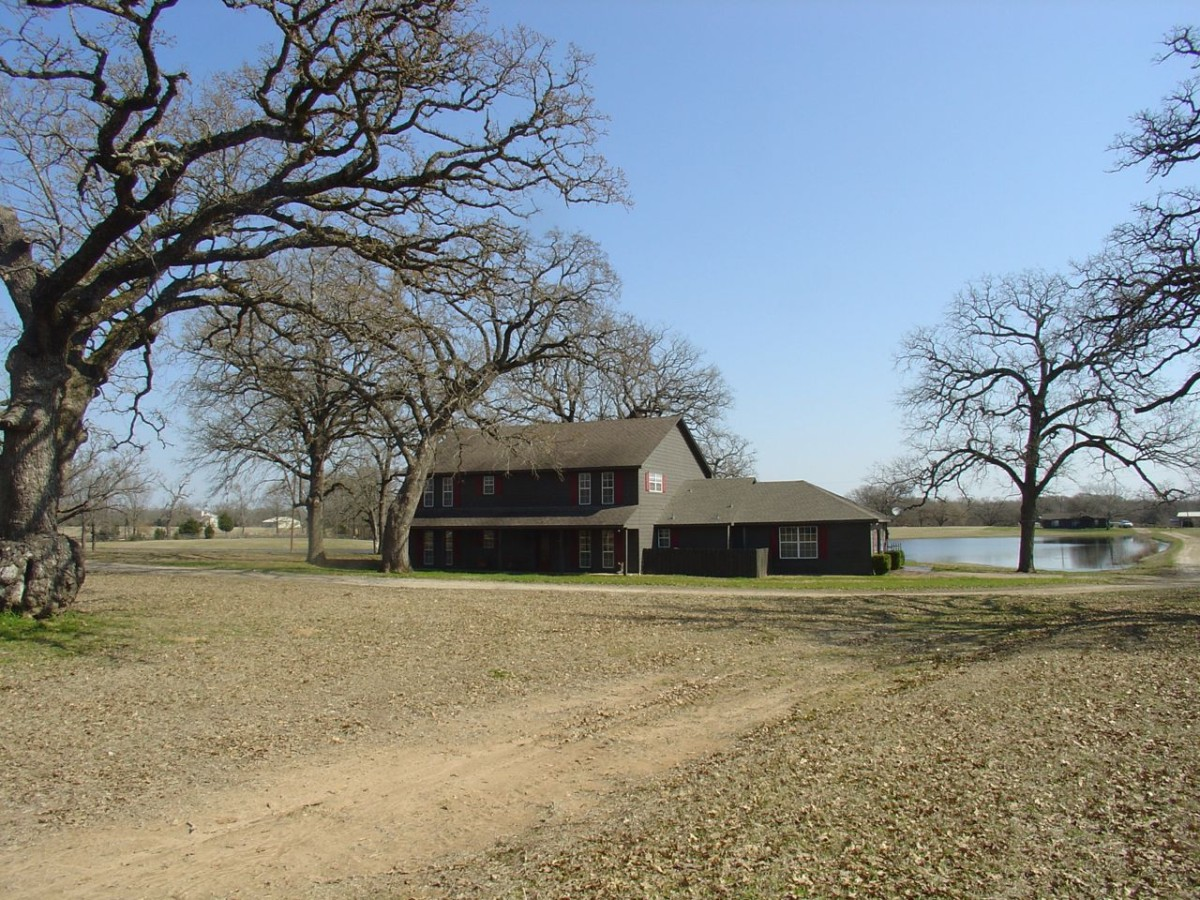 At Location » A Location Agency In The Dallas Area » Stables & Farm
